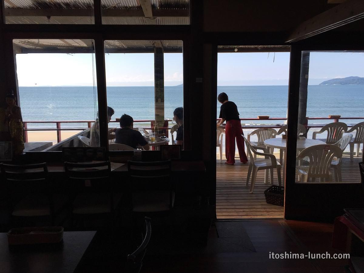 写真:福岡糸島 ドゥワンチャン 店内からの眺め