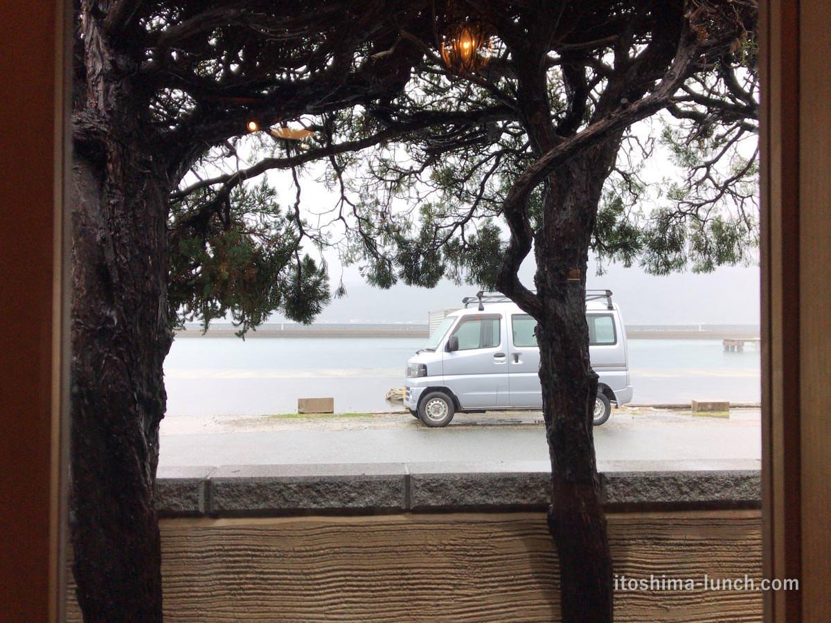 写真:踵屋敷 港そばに車を置きます