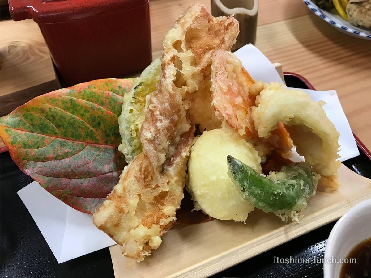 写真:白糸うどん やすじ 天ぷらがどれもおいしい!